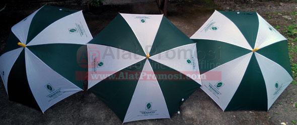 Payung standar warna seling hijau putih untuk koperasi Swadana